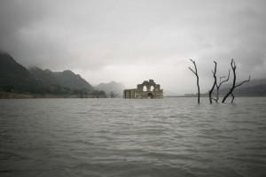 Niesamowity widok! 450 letni kościół wyłonił się z wody, jamaica.com.pl